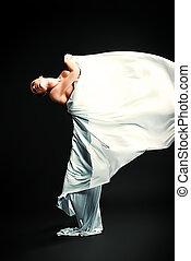 táncol, dinamikus