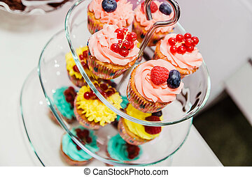 tányér, cupcakes, three-tier, pohár, finom, bogyók