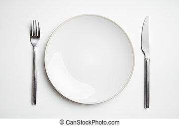 tányér, noha, kés és villa