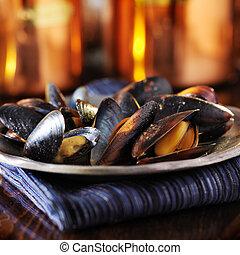 tányér of, éti kagylók, befedett, alatt, fokhagyma, fehér bor, szósz