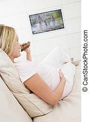 tã©lã©viseur, femme mange, pregnant, regarder, chocolat, sourire