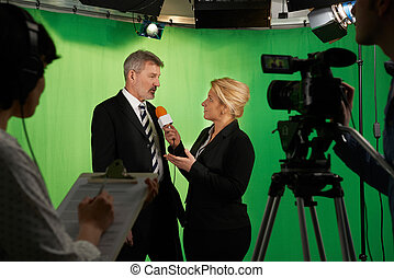 tã©lã©viseur, interviewer, équipage, présentateur, studio, femme