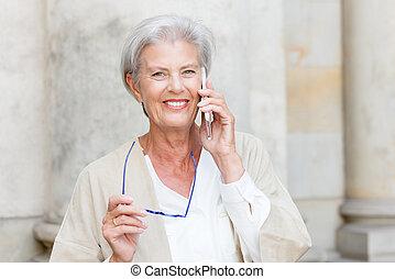 tätiger älterer, frau