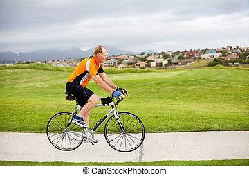 tätiger älterer, mann, fahren fahrrads