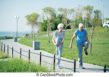 tätiger älterer, paar