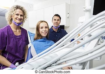 tålmodig, klinik, tandläkare, le