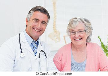 tålmodig, läkare, lycklig, klinik