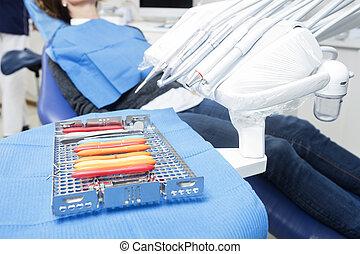 tålmodig, sittande, redskapen, dental, olika, stol, bricka