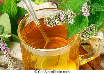tè erbaceo, mentha, saggio