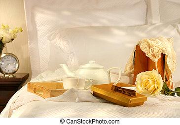 té, en cama, con, chocolates