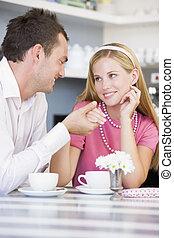 té, pareja, cafetería, joven, teniendo