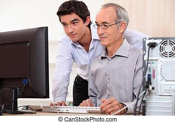 técnico computador, ajudando, trabalhador escritório