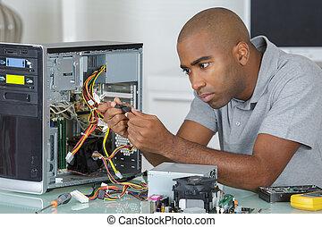 técnico, computadora, trabajando