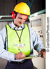 técnico, industrial, macho, trabalhando