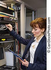 técnico, servidor, enquanto, bonito, usando, pc tabela, afixando