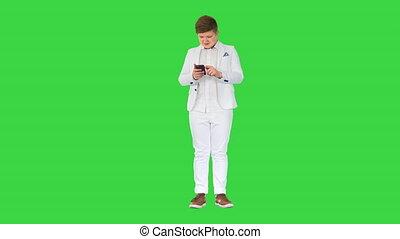 téléphone, écran, costume, garçon, adolescent, utilisation, jeune, mobile, vert, chroma, key.