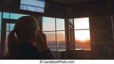 téléphone, aéroport, femme, avoir, parler