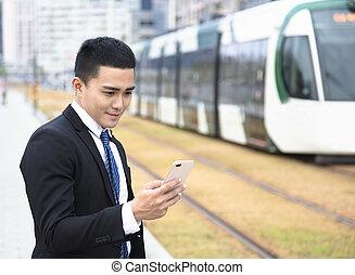 téléphone affaires, train, utilisation, station, intelligent, homme