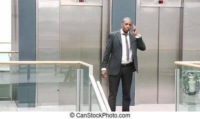 téléphone, afro-américain, bâtiment, homme affaires