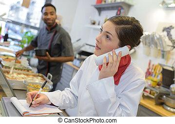 téléphone, boucherie, ouvrier, femme