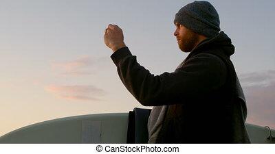 téléphone, côté, mobile, vue, cliqueter, photo, bord mer, caucasien, homme, 4k, mi-adulte