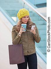 téléphone, café, achats femme