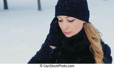 téléphone, casquette, femme, hiver, jeune