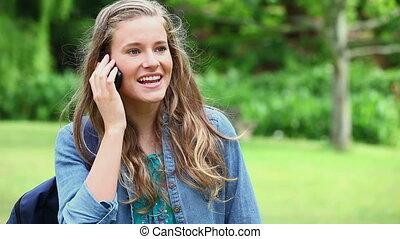 téléphone, conversation, femme heureuse, jeune