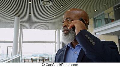 téléphone, conversation, homme affaires, 4k, bureau
