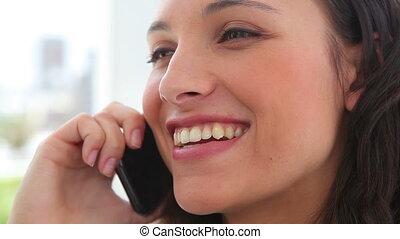 téléphone, elle, sourire, femme affaires, pourparlers
