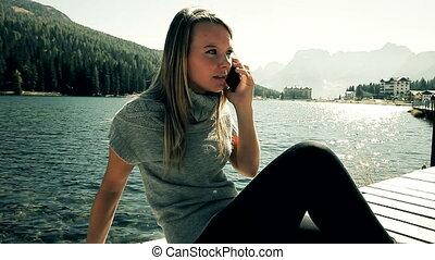 téléphone, femme fâchée, blonds