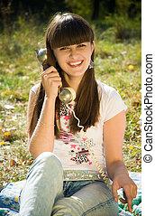 téléphone, femme heureuse, jeune, retro