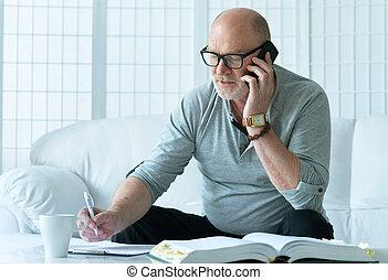 téléphone, homme aîné