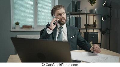 téléphone, homme affaires, appeler, bureau, avoir