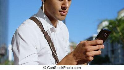 téléphone, homme, mobile, utilisation, jour ensoleillé, 4k