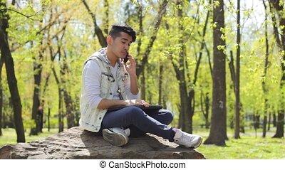 téléphone, homme, parc, jeune, conversation