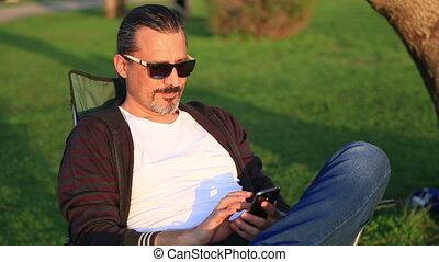 téléphone, intelligent, homme, parc, utilisation