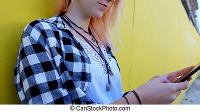 téléphone, jaune, ruelle, mur, mobile, mode, utilisation, contre, femme, 4k