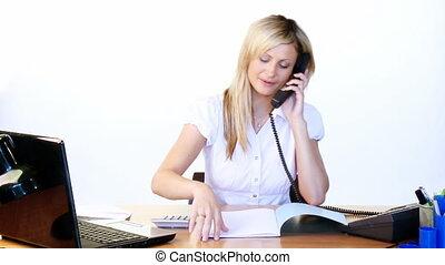 téléphone, lecture, femme affaires, bureau, rapports