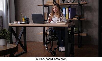 téléphone, lecture, rigolote, contenu, handicapé, femme
