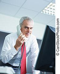 téléphone, mûrir, bureau, homme affaires