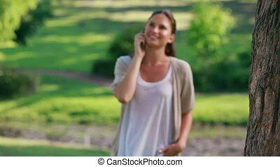 téléphone, marche, elle, mobile, conversation, femme