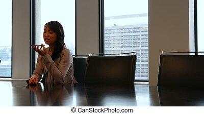 téléphone, mobile, conversation, femme affaires, 4k, bureau