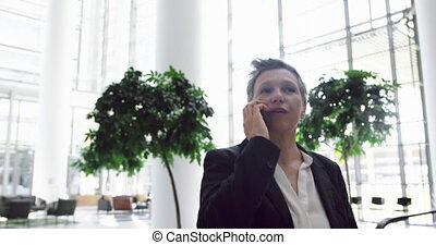 téléphone, mobile, conversation, vestibule, femme affaires, 4k, bureau