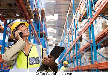 téléphone, mobile, femme, quoique, conversation, recherche, ouvrier, entrepôt