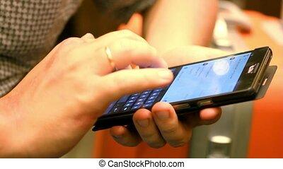 téléphone, mobile, macro, haut, brouillé, arrière-plan., intelligent, cafe., homme affaires, fin, utilisation, hd., 1920x1080