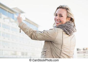téléphone, mobile, regarder, appareil photo, gai, blond