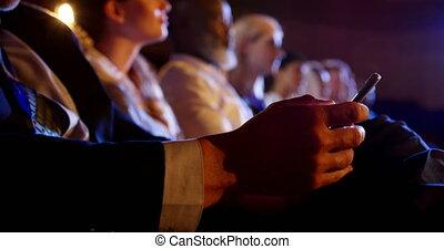 téléphone, mobile, séminaire, business, auditorium, utilisation, homme affaires, 4k