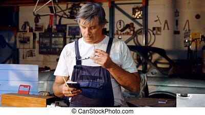 téléphone, mobile, utilisation, mâle, mécanicien, 4k