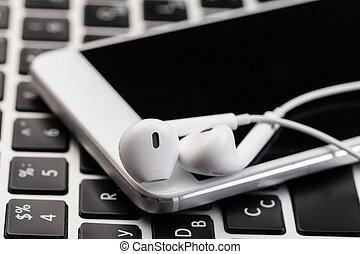 téléphone, ordinateur portable, écouteurs, blanc, keyboard.